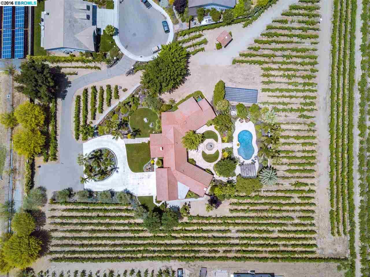 واحد منزل الأسرة للـ Sale في 76 BOTTLEBRUSH Court Oakley, California 94561 United States