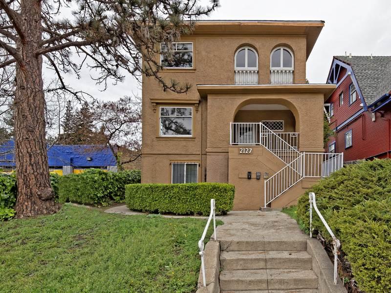 Einfamilienhaus für Verkauf beim 2127 Park Blvd Oakland, Kalifornien 94606 Vereinigte Staaten
