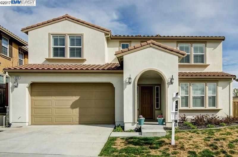 Maison unifamiliale pour l Vente à 5713 Moorjani Street Dublin, Californie 94568 États-Unis