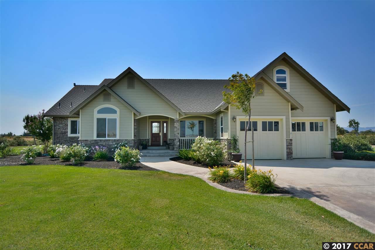 Maison unifamiliale pour l Vente à 401 Cow Poke Lane Knightsen, Californie 94548 États-Unis