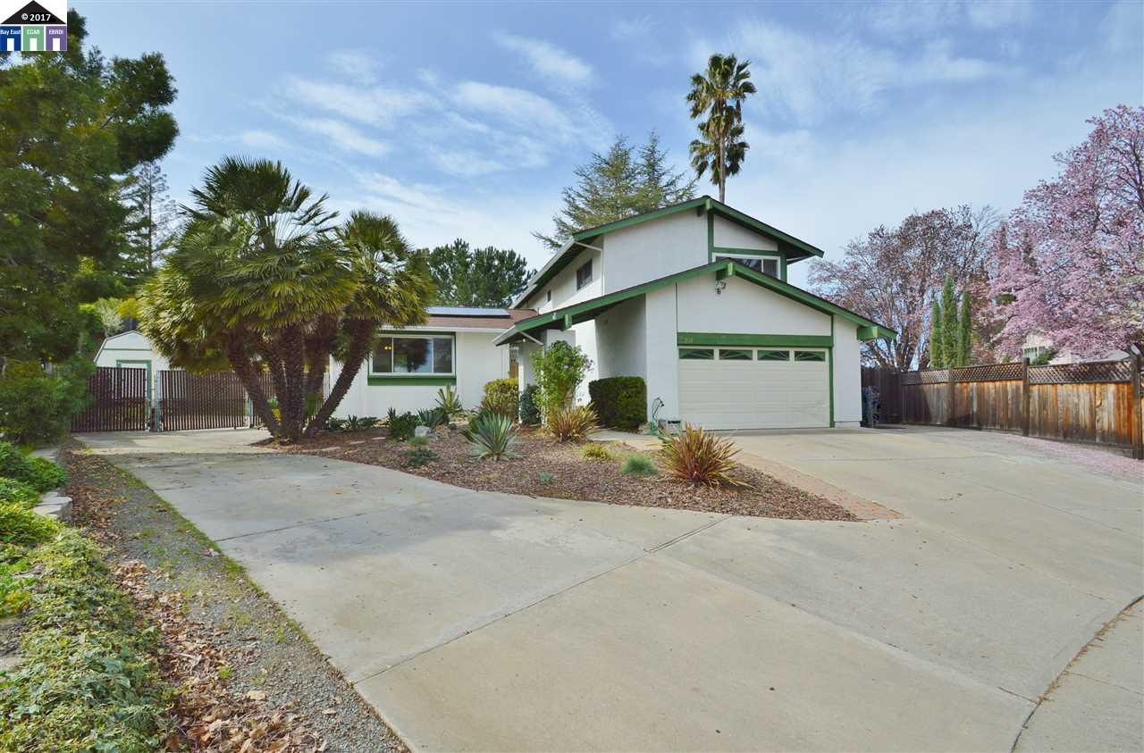 Single Family Home for Sale at 508 Caulfield Clayton, California 94517 United States