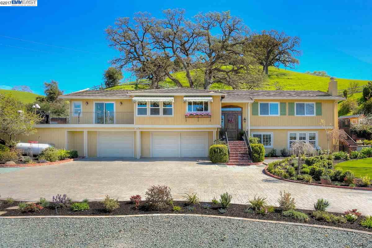 Single Family Home for Sale at 5353 Old School Road Danville, California 94588 United States