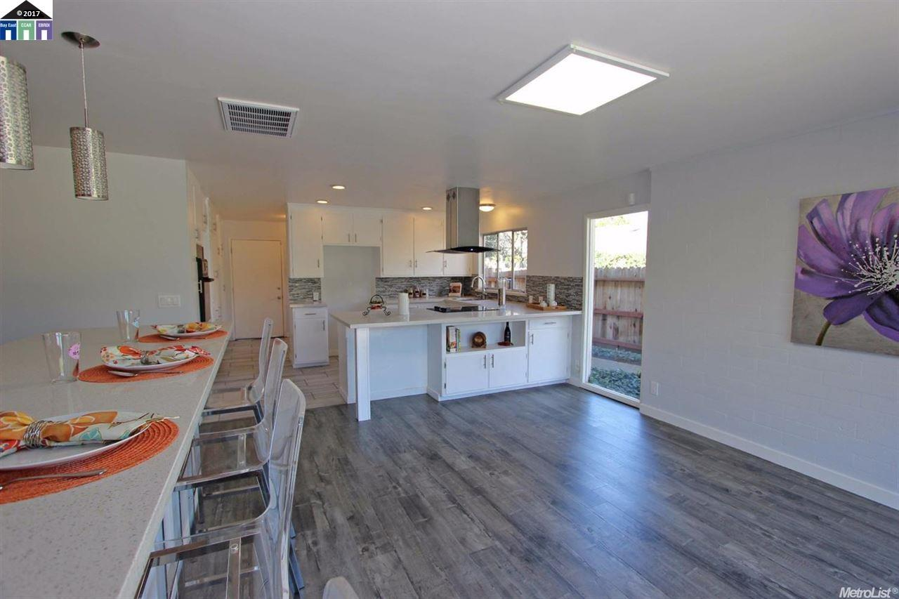 Additional photo for property listing at 301 Fleetwood Drive  Modesto, カリフォルニア 95350 アメリカ合衆国