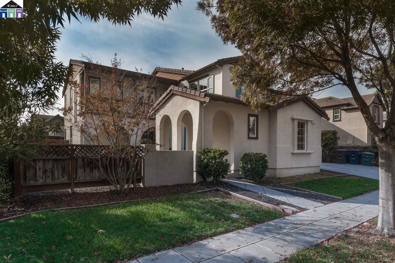 Single Family Home for Sale at 624 W Conejo Avenue Mountain House, California 95391 United States