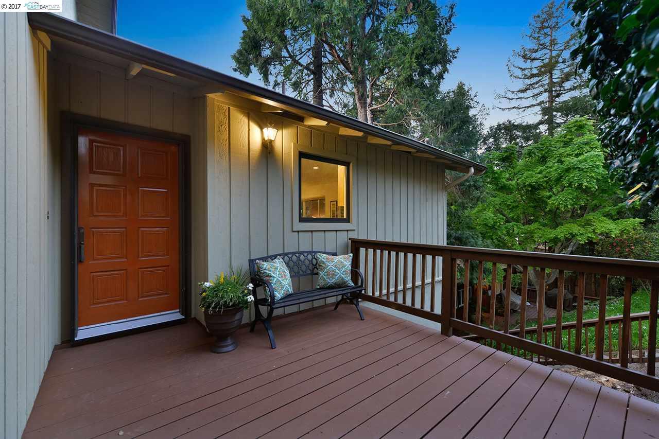Частный односемейный дом для того Продажа на 6311 Girvin Drive Oakland, Калифорния 94611 Соединенные Штаты