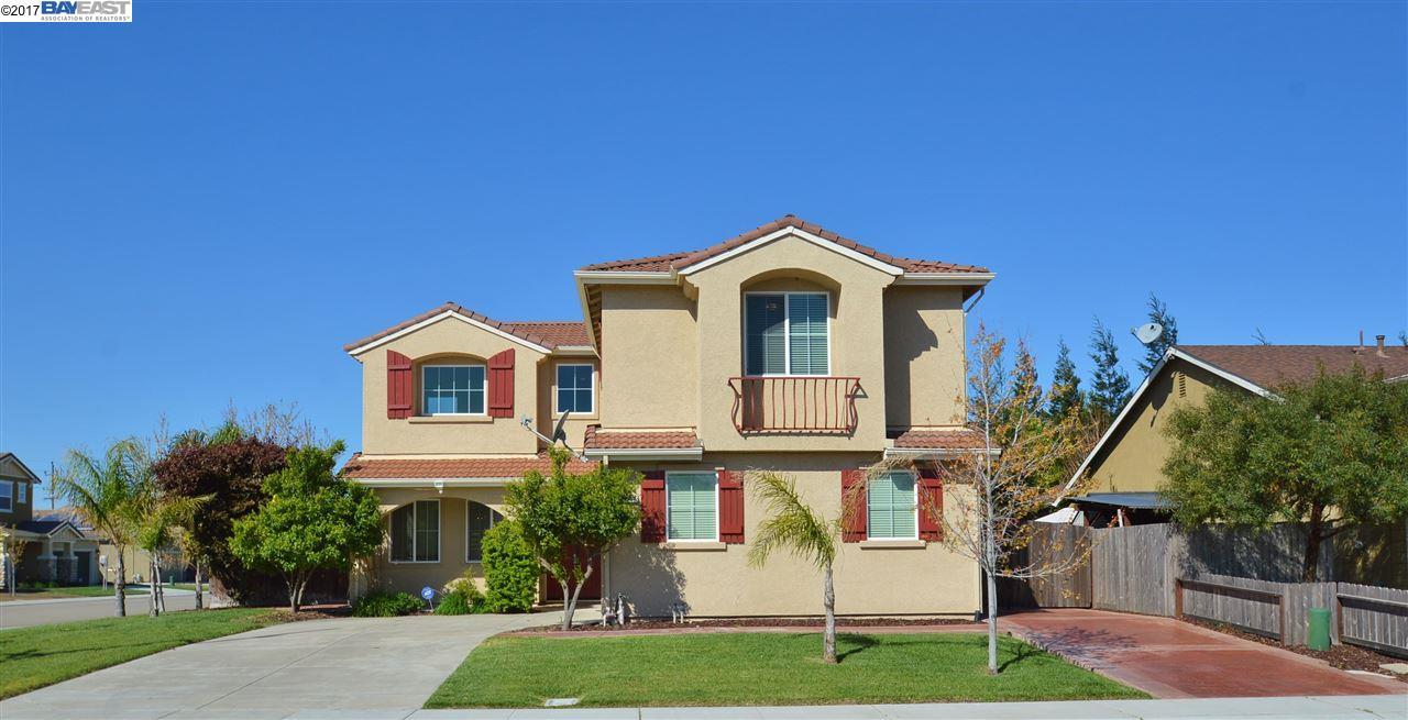 Maison unifamiliale pour l Vente à 1749 Luna Bella Lane Manteca, Californie 95337 États-Unis