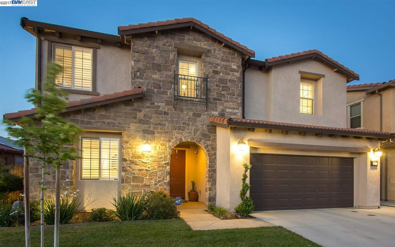 Maison unifamiliale pour l Vente à 4017 Aplicella Court Manteca, Californie 95337 États-Unis