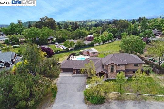 واحد منزل الأسرة للـ Sale في 279 Smith Road Alamo, California 94507 United States