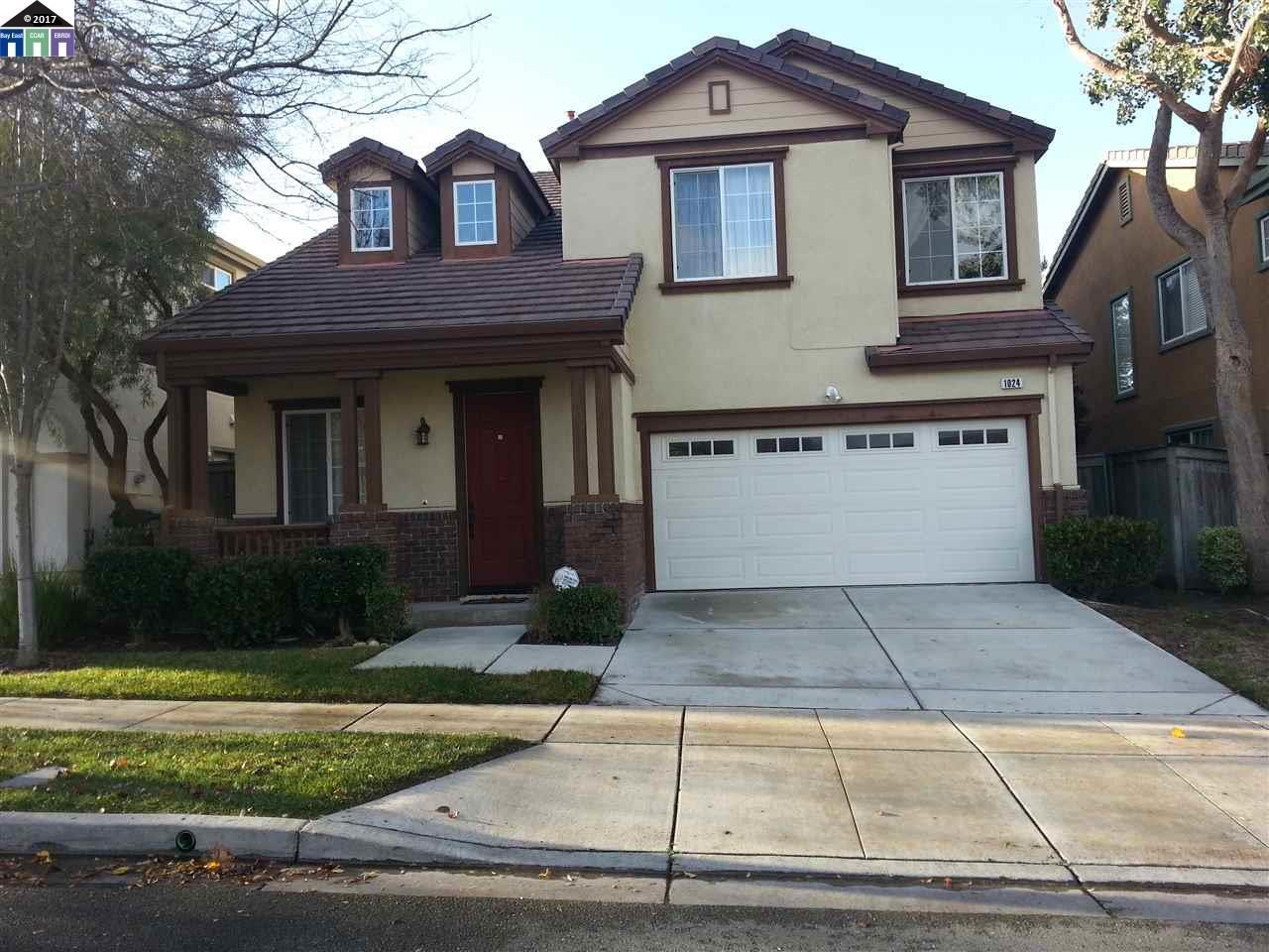 Maison unifamiliale pour l Vente à 1024 Crepe Myrtle Hercules, Californie 94547 États-Unis