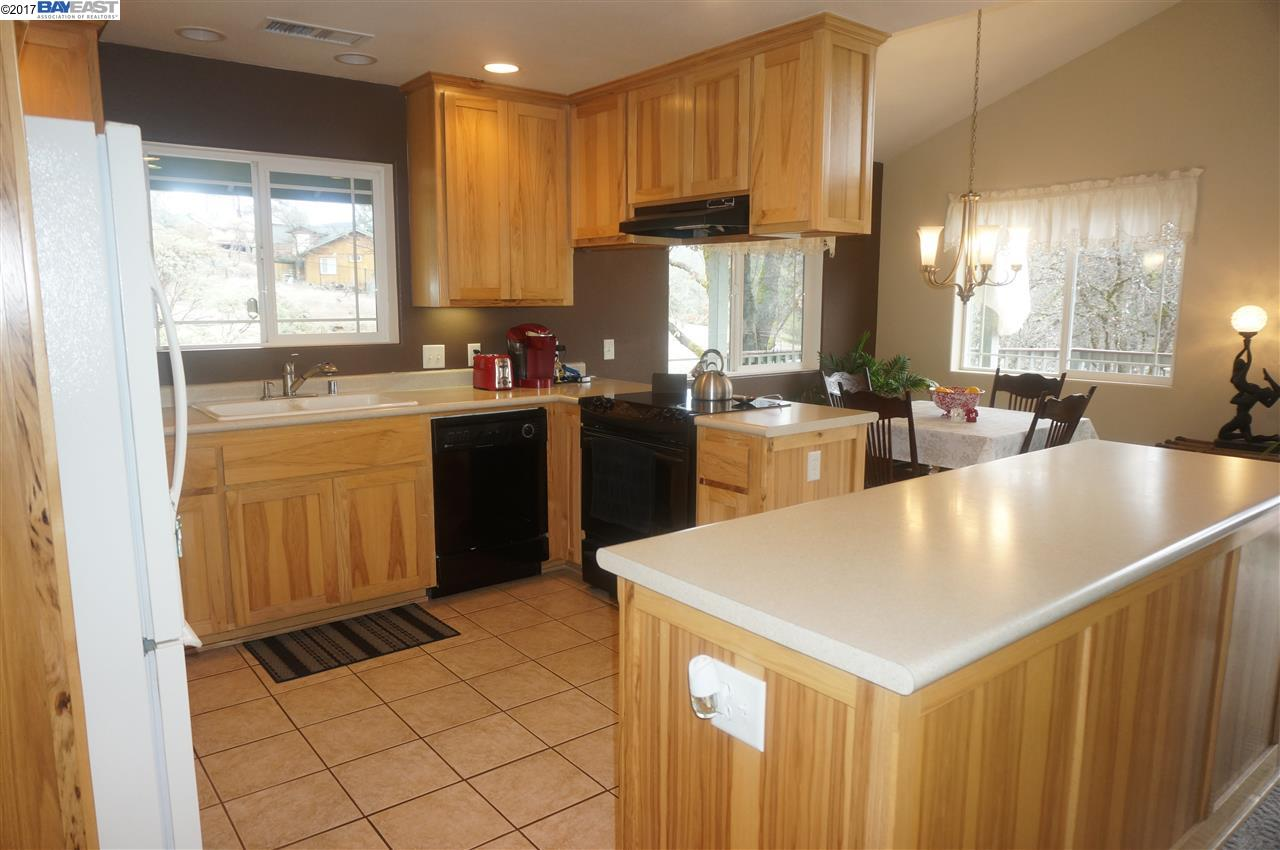 Additional photo for property listing at 90 Manzanita  Weaverville, カリフォルニア 96093 アメリカ合衆国