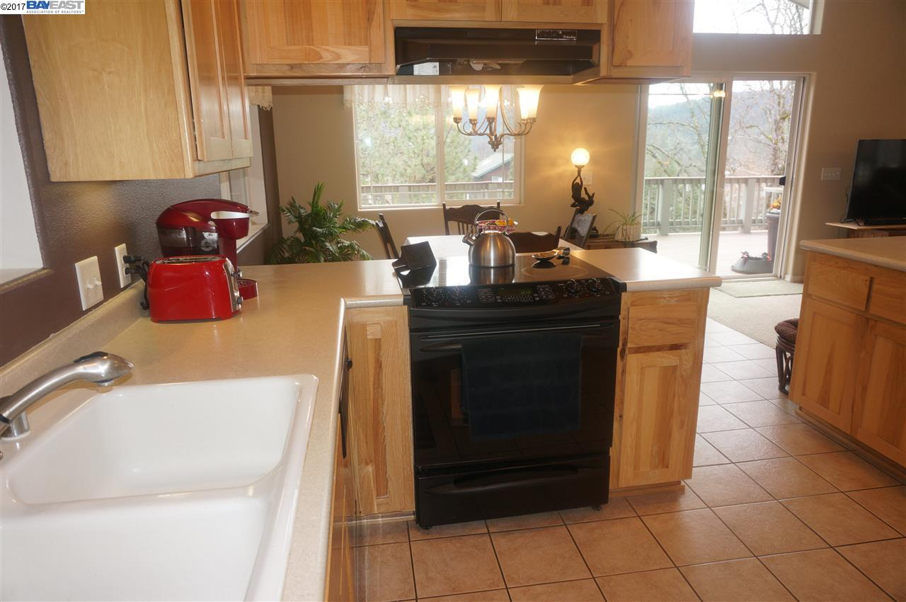 Additional photo for property listing at 90 Manzanita  Weaverville, Калифорния 96093 Соединенные Штаты