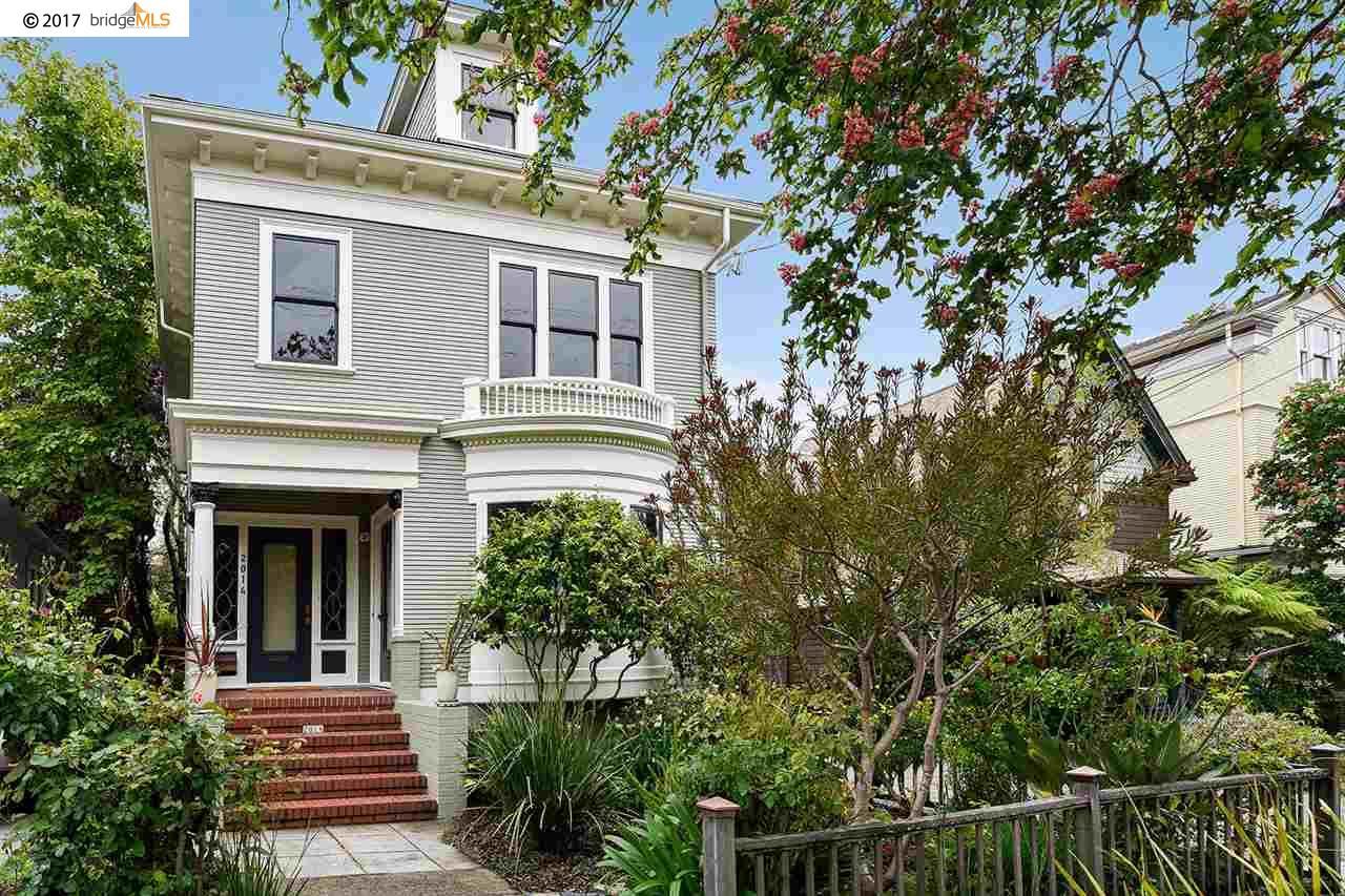 Maison unifamiliale pour l Vente à 2014 Delaware Street Berkeley, Californie 94709 États-Unis
