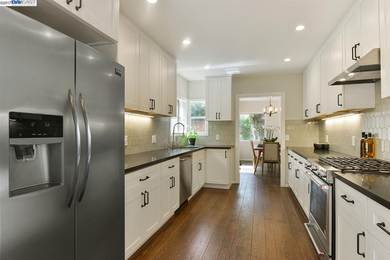 Casa Unifamiliar por un Venta en 227 Colgate Avenue Kensington, California 94708 Estados Unidos