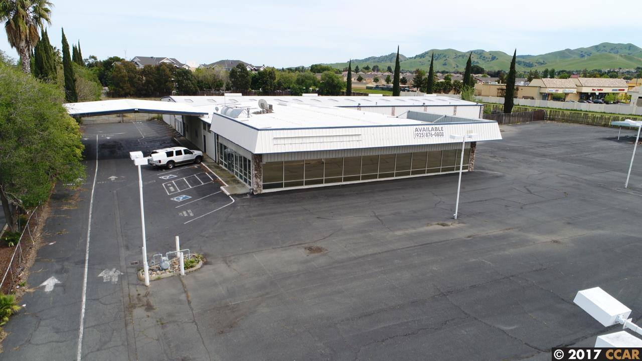 Commercial للـ Sale في 2575 Railroad Avenue Pittsburg, California 94565 United States