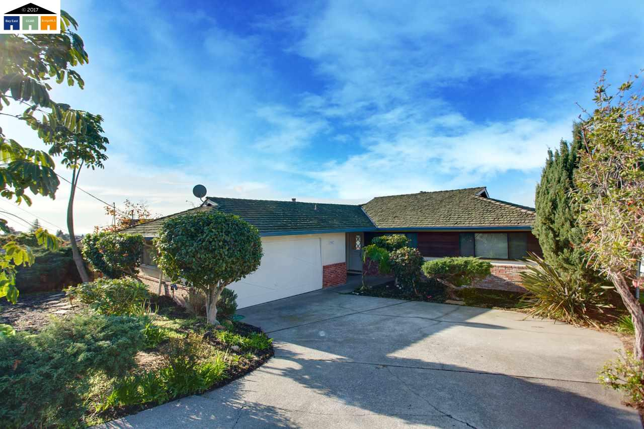 Single Family Home for Sale at 19083 W Crest Avenue 19083 W Crest Avenue Castro Valley, California 94546 United States