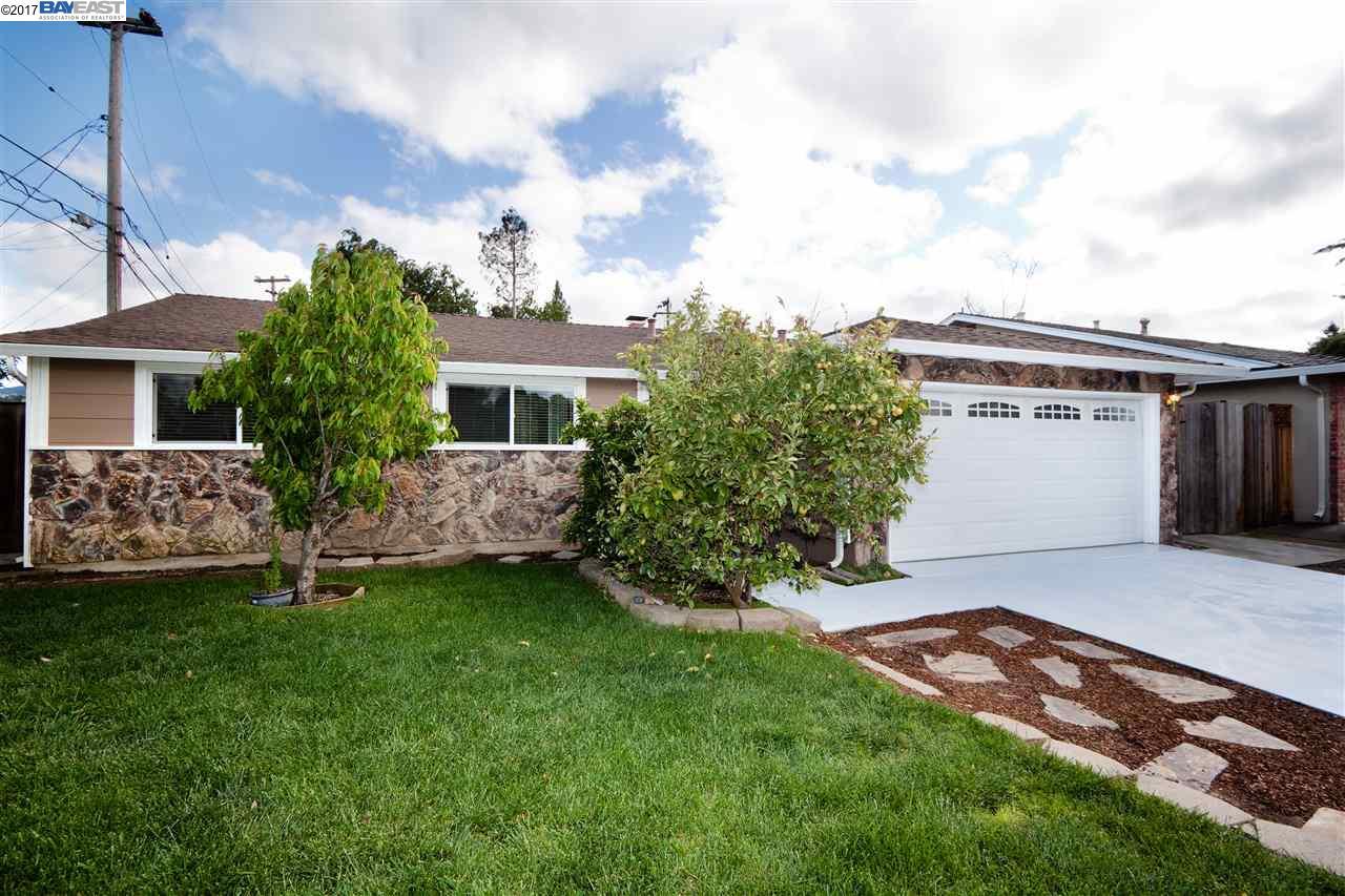 Частный односемейный дом для того Продажа на 229 Gregg Court Los Gatos, Калифорния 95032 Соединенные Штаты