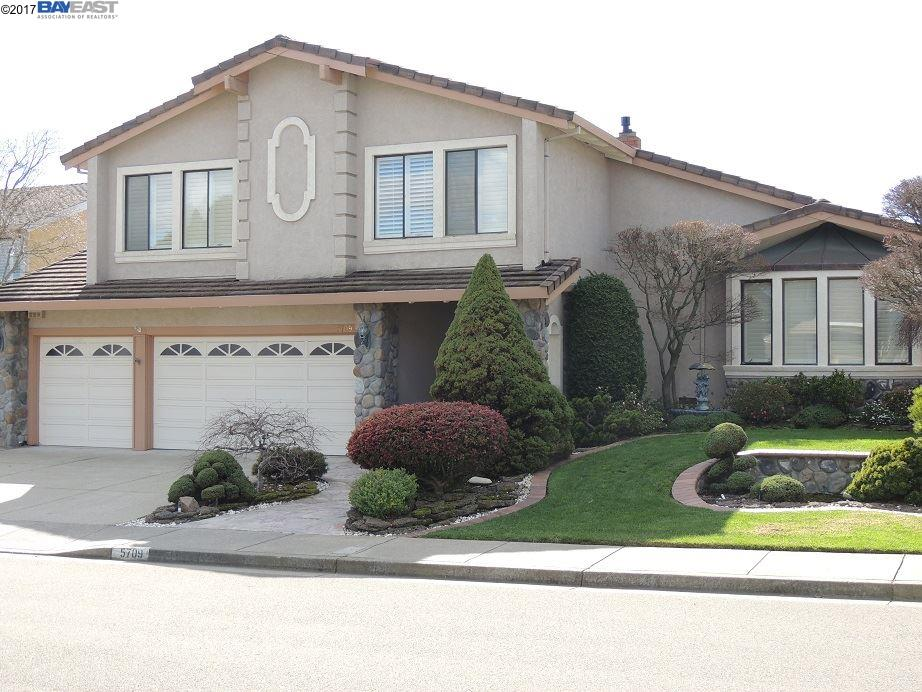 Single Family Home for Sale at 5709 Medallion Court Castro Valley, California 94552 United States