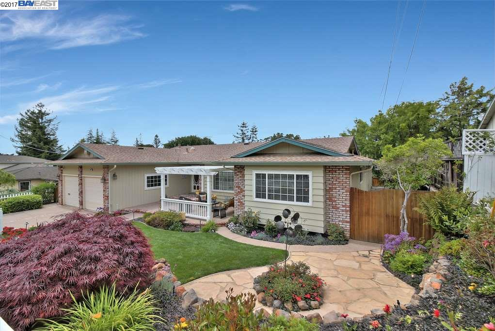 Single Family Home for Sale at 4950 Beacon Hill Drive Castro Valley, California 94552 United States