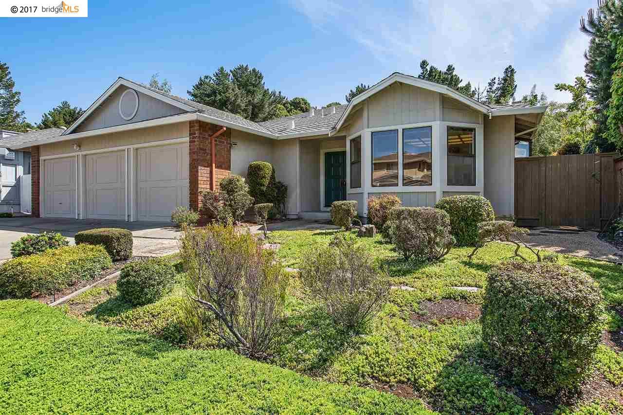 Частный односемейный дом для того Продажа на 6236 Viewcrest Drive Oakland, Калифорния 94619 Соединенные Штаты