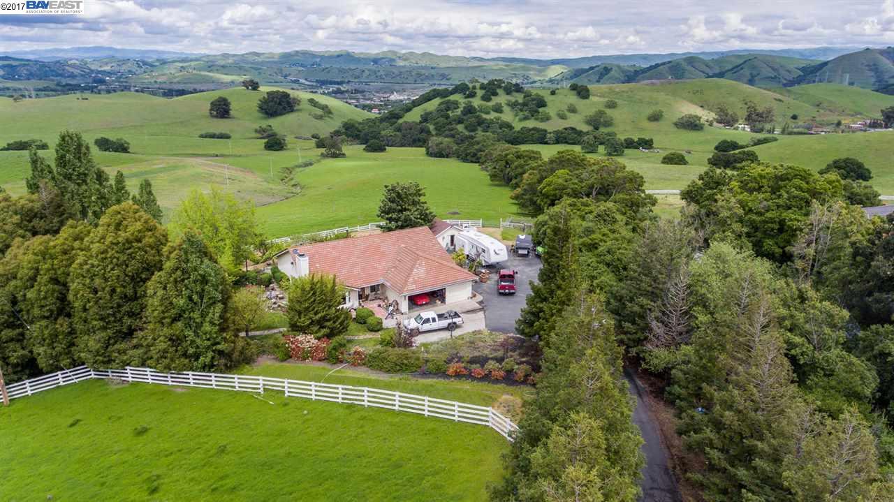 Maison unifamiliale pour l Vente à 5100 Sheridan Road Sunol, Californie 94586 États-Unis
