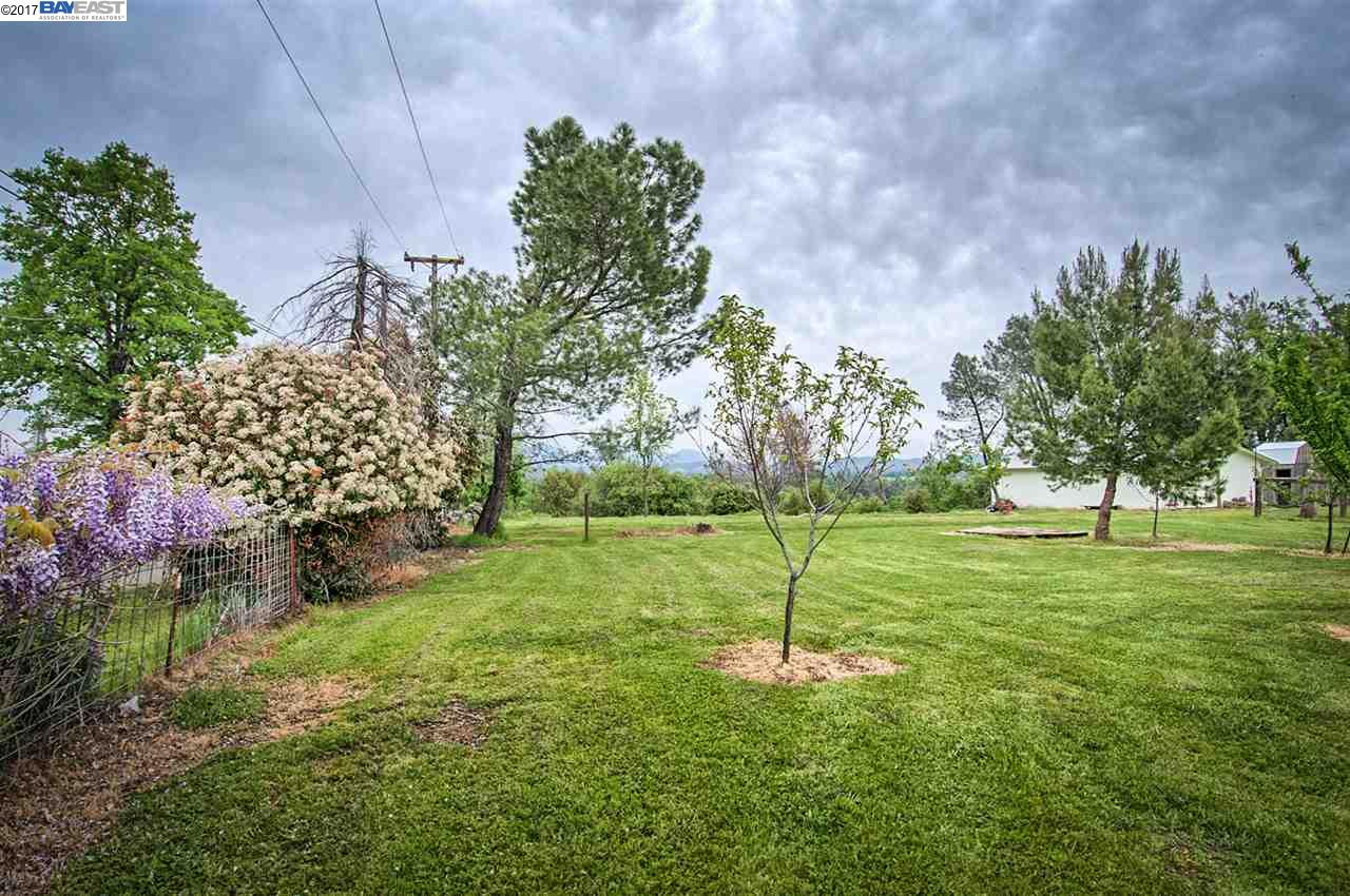 Additional photo for property listing at 21650 Kathy Lane  Redding, California 96003 United States