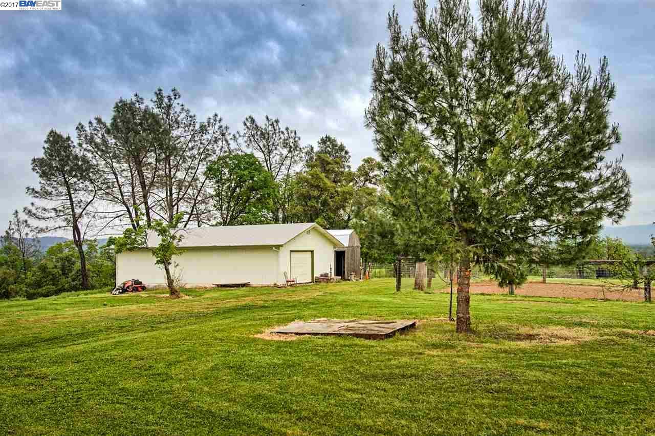 Additional photo for property listing at 21650 Kathy Lane  Redding, Californie 96003 États-Unis