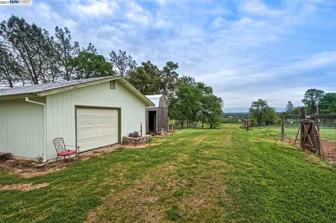 Additional photo for property listing at 21650 Kathy Lane 21650 Kathy Lane Redding, California 96003 Estados Unidos