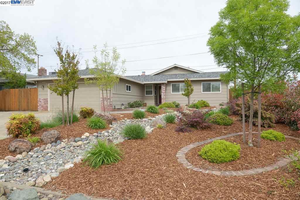 Частный односемейный дом для того Продажа на 6733 El Camino Redding, Калифорния 96001 Соединенные Штаты