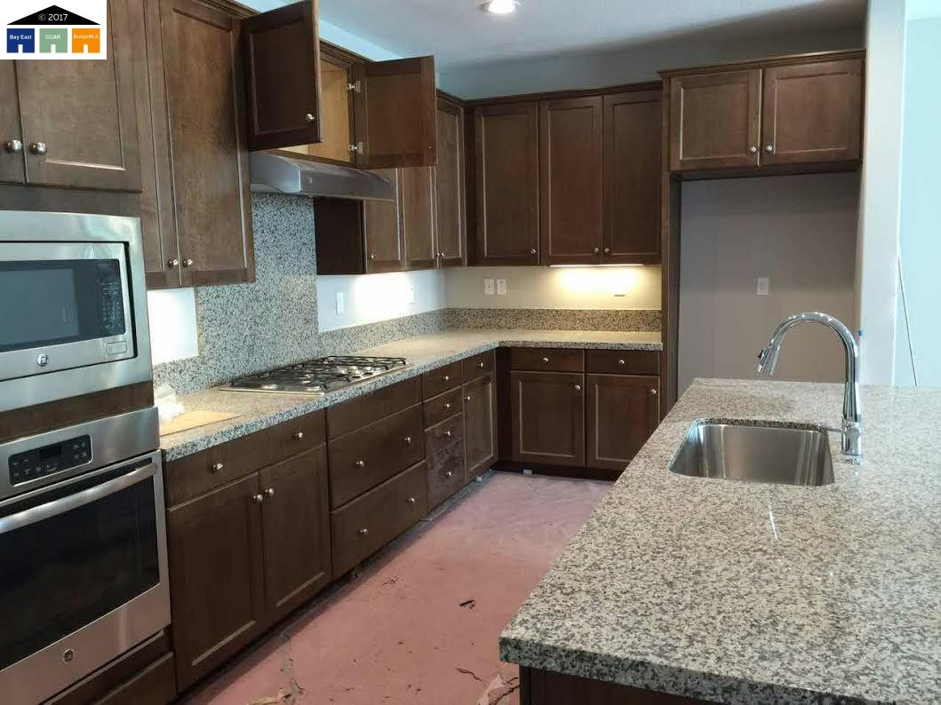 Casa Unifamiliar por un Alquiler en 2111 Jubilee Drive Hayward, California 94541 Estados Unidos