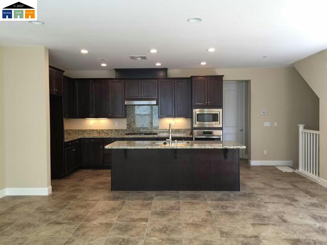 Casa Unifamiliar por un Alquiler en 3114 Freestone Hayward, California 94541 Estados Unidos