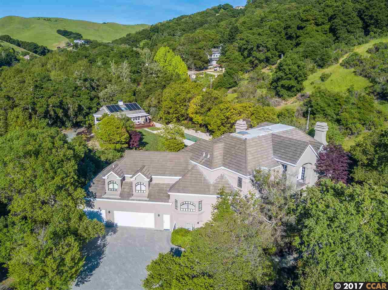 Maison unifamiliale pour l Vente à 21 Merrill Circle South Moraga, Californie 94556 États-Unis