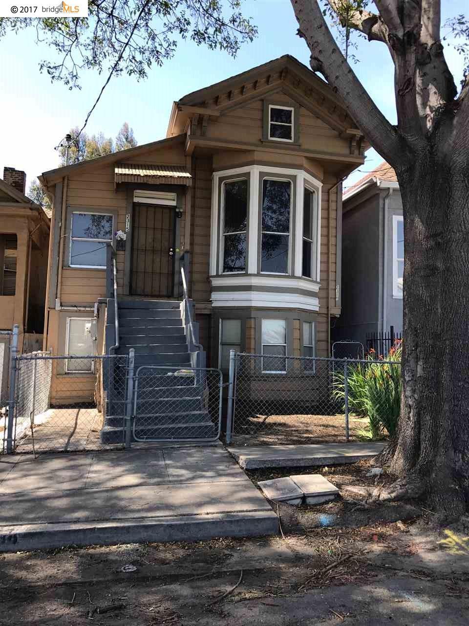 Casa Multifamiliar por un Venta en 2315 Filbert Street Oakland, California 94607 Estados Unidos