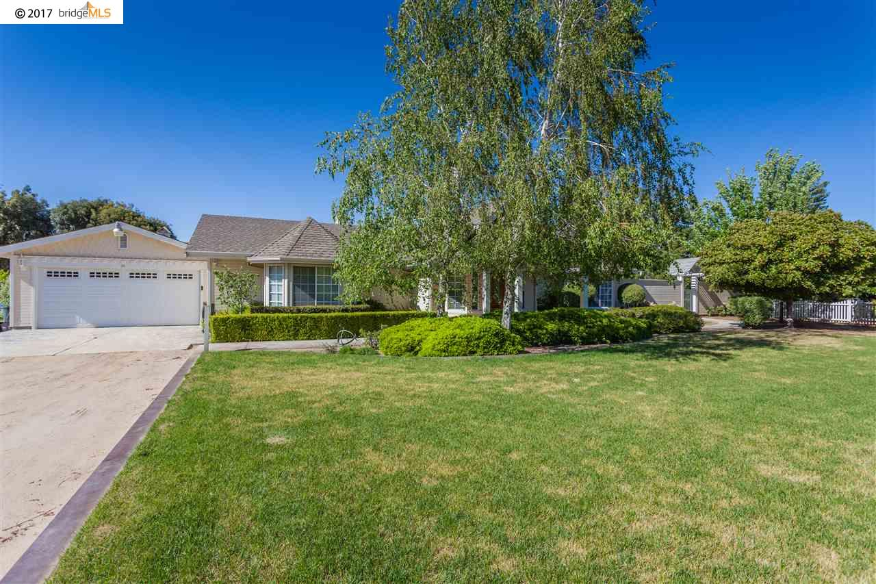 واحد منزل الأسرة للـ Sale في 24 W Cypress Place Oakley, California 94561 United States