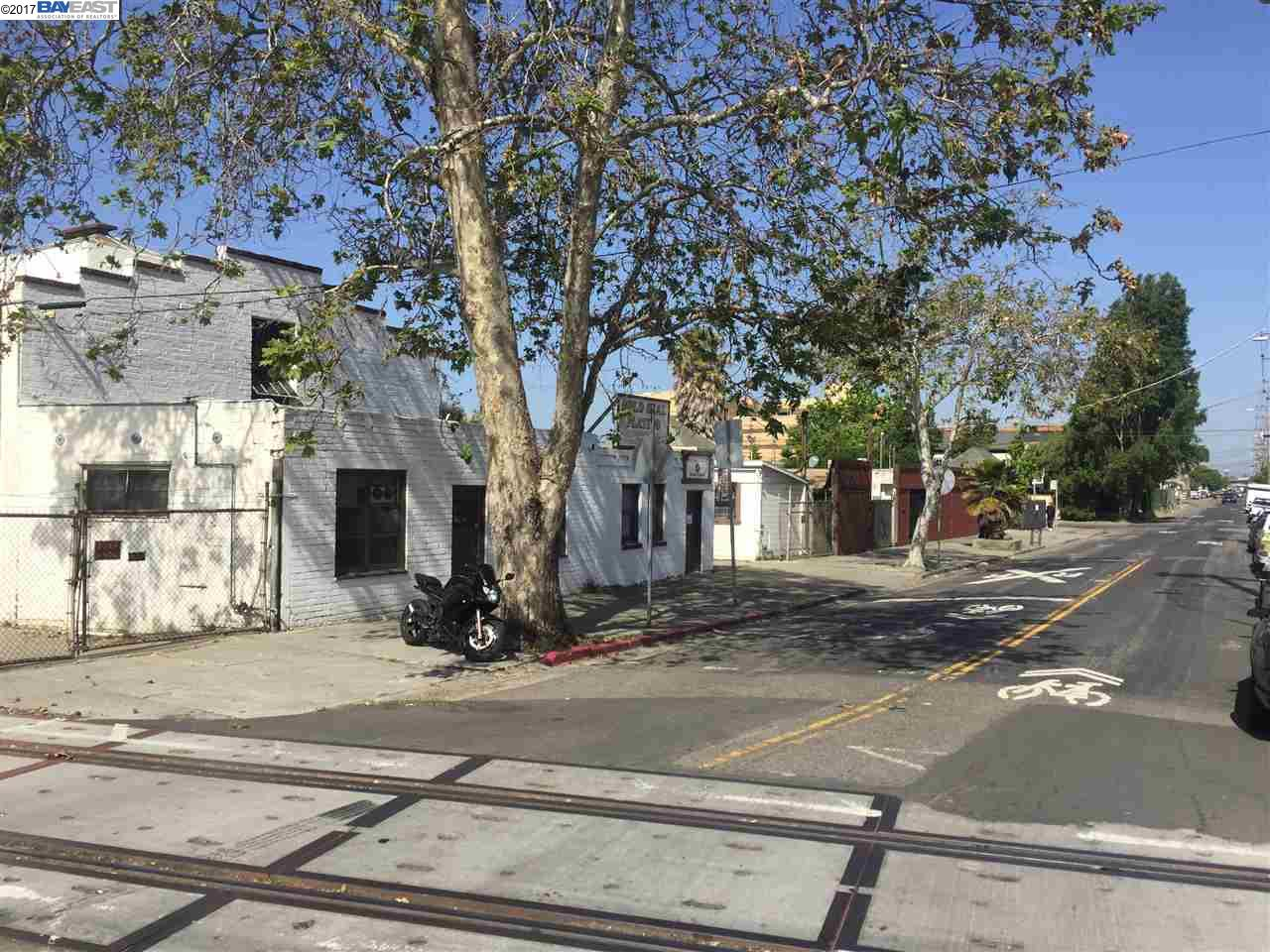 Commercial for Sale at 3125 E 7Th Street Oakland, California 94601 United States