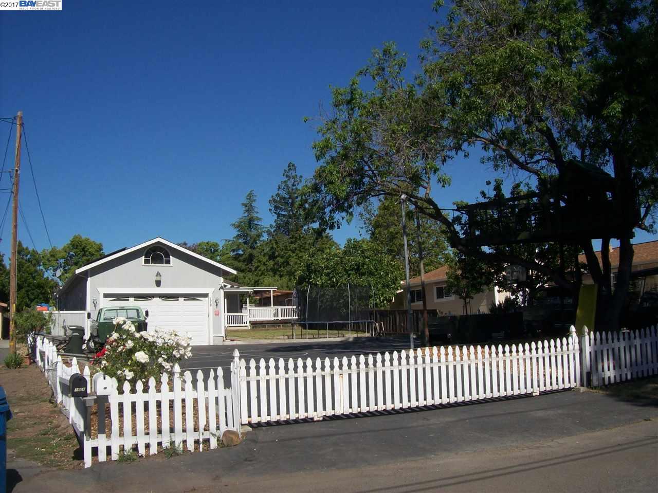 واحد منزل الأسرة للـ Sale في 178 High Street Pacheco, California 94553 United States