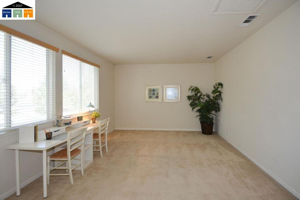 Additional photo for property listing at 2295 clear lake Court 2295 clear lake Court Tracy, カリフォルニア 95304 アメリカ合衆国