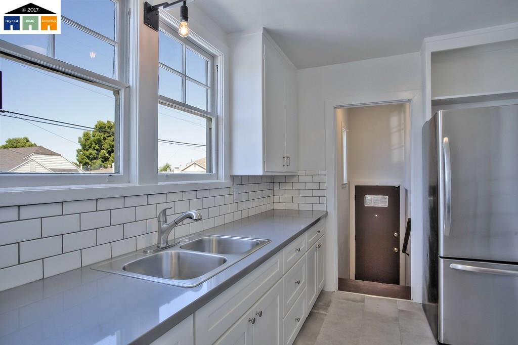 Additional photo for property listing at 2901 76Th Avenue  Oakland, Californie 94605 États-Unis