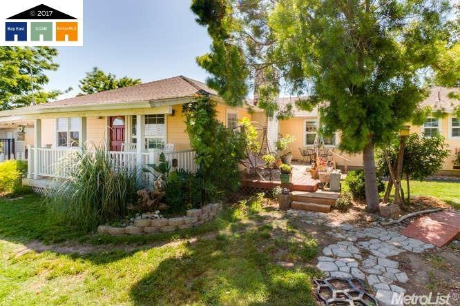 واحد منزل الأسرة للـ Sale في 34944 Highway 33 34944 Highway 33 Tracy, California 95304 United States
