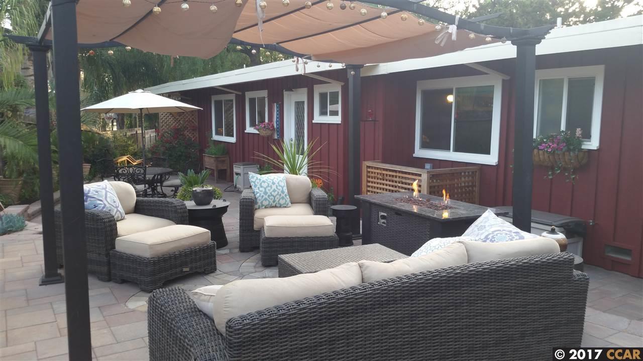 Maison unifamiliale pour l Vente à 1342 El Camino Drive Clayton, Californie 94517 États-Unis