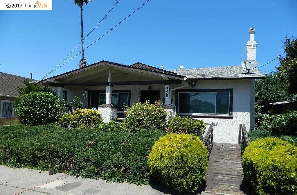 獨棟家庭住宅 為 出售 在 2591 61St Avenue Oakland, 加利福尼亞州 94605 美國
