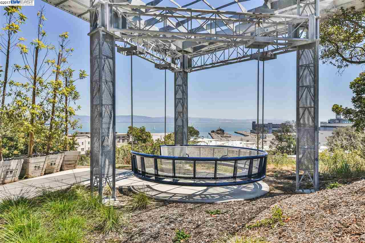 Additional photo for property listing at 570 Innes Avenue  San Francisco, California 94124 Estados Unidos