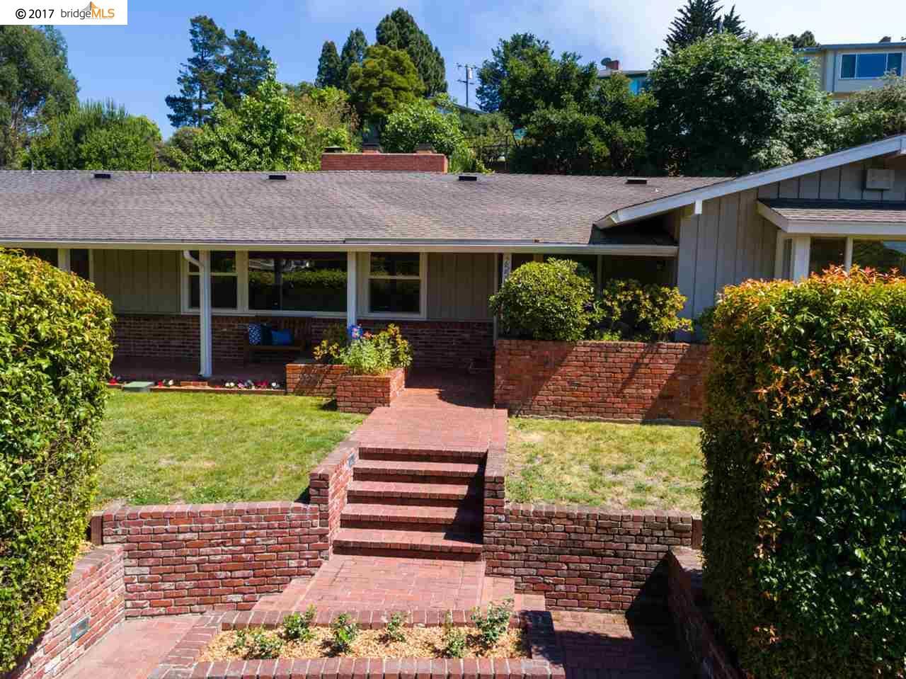 Casa Unifamiliar por un Venta en 2550 Carquinez Avenue El Cerrito, California 94530 Estados Unidos