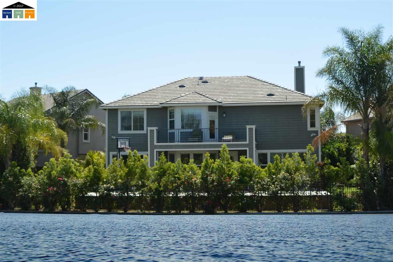 واحد منزل الأسرة للـ Sale في 929 bodega Court Tracy, California 95304 United States