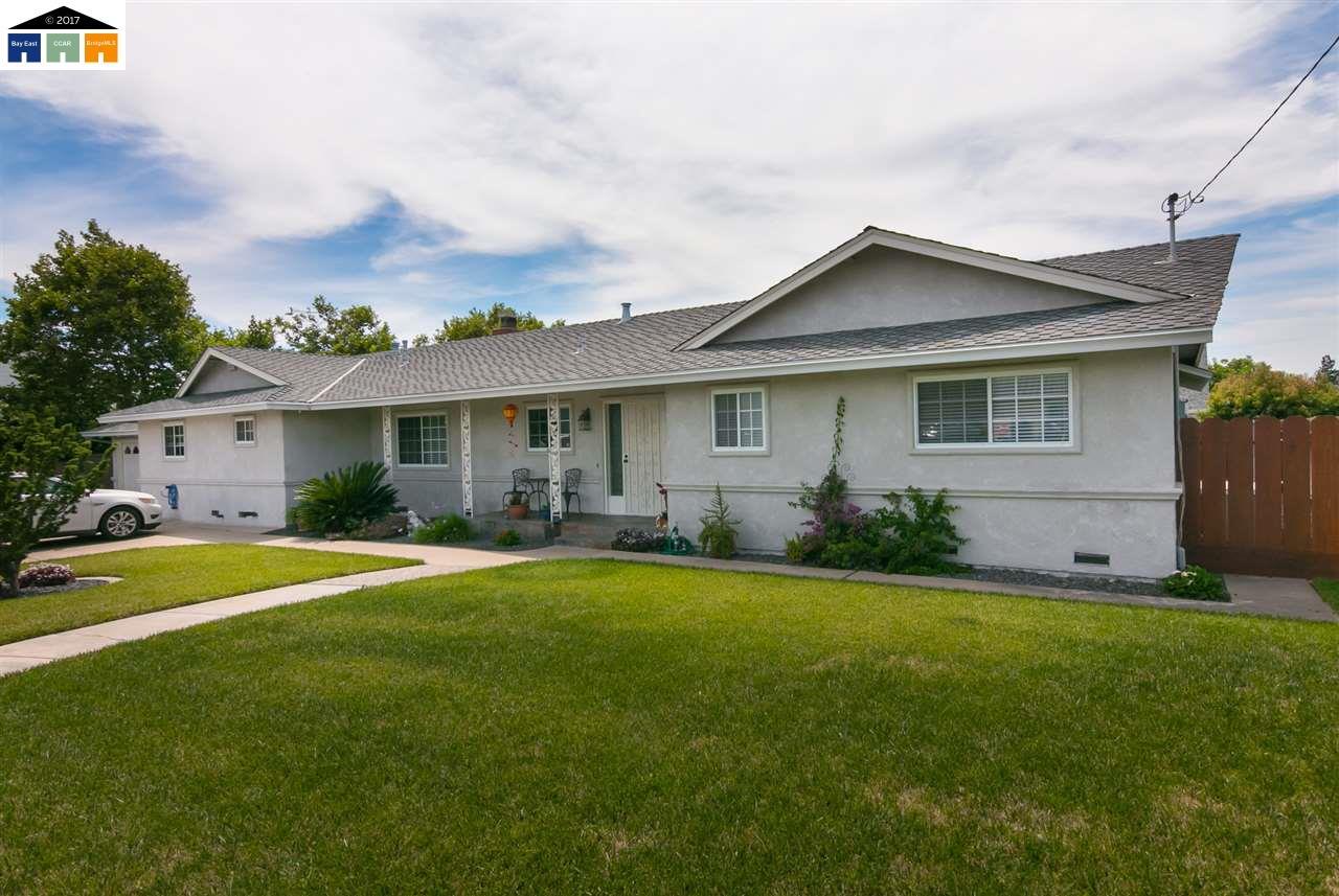 Maison unifamiliale pour l Vente à 6449 Estelle Avenue Riverbank, Californie 95367 États-Unis