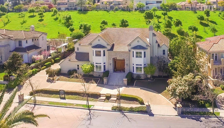 獨棟家庭住宅 為 出售 在 5461 Country Club Parkway 5461 Country Club Parkway San Jose, 加利福尼亞州 95138 美國