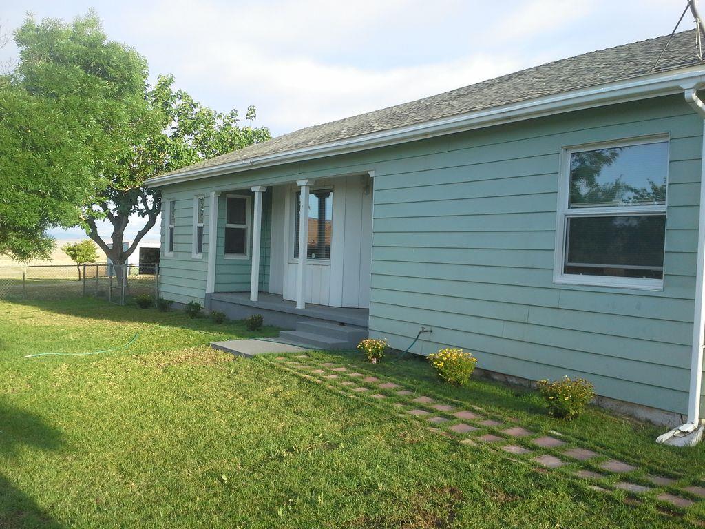 Maison unifamiliale pour l Vente à 724 N. 5th Avenal, Californie 93204 États-Unis