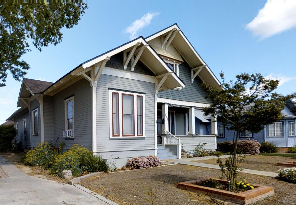 Casa Unifamiliar por un Venta en 153 E Cedar Coalinga, California 93210 Estados Unidos