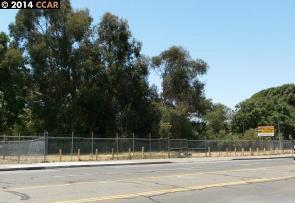 Additional photo for property listing at 2834 El Portal Drive  San Pablo, Californie 94806 États-Unis