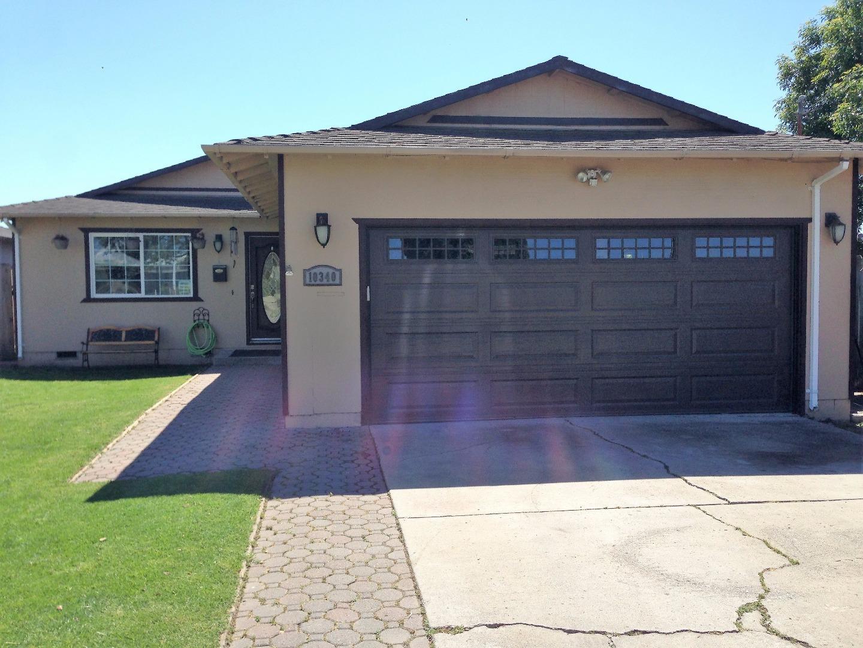 Maison unifamiliale pour l Vente à 10340 Seymour Street Castroville, Californie 95012 États-Unis