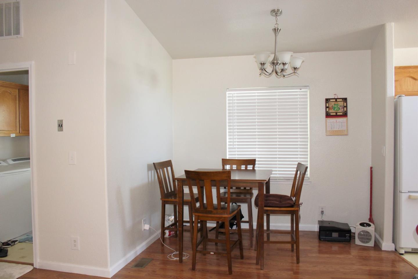 Additional photo for property listing at 411 Lewis Road  San Jose, カリフォルニア 95111 アメリカ合衆国